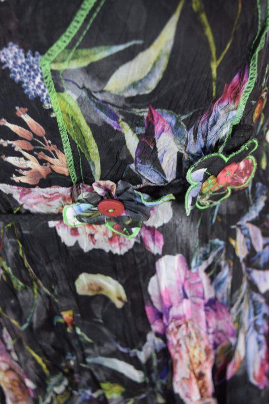 Sensations Pour Elle 883 Black Floral 20A Swatch